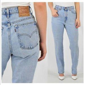 Vintage High Rise 512 Levi's Jeans!